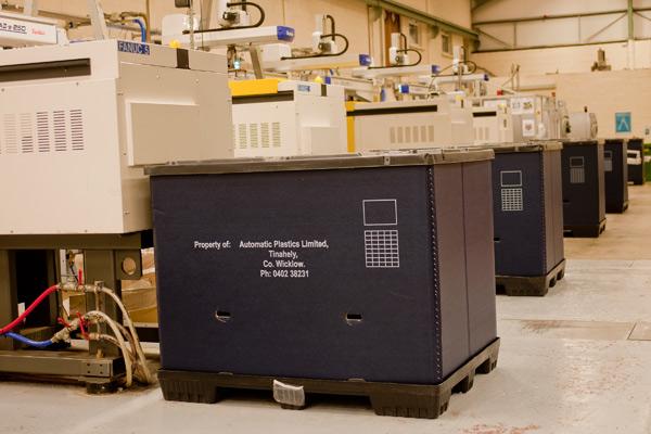 Automatic Plastics Containers